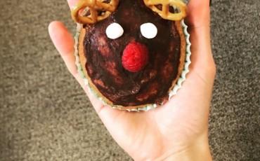 Weihnachtsrezept – proteinreiche Schoko-Cupcakes in Rentierform